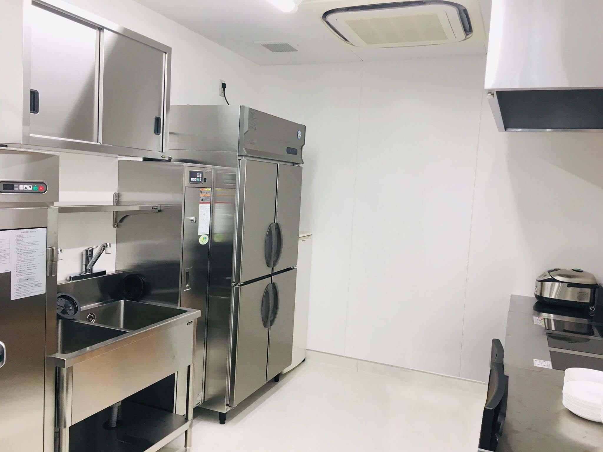 ワイドで衛生的な調理室